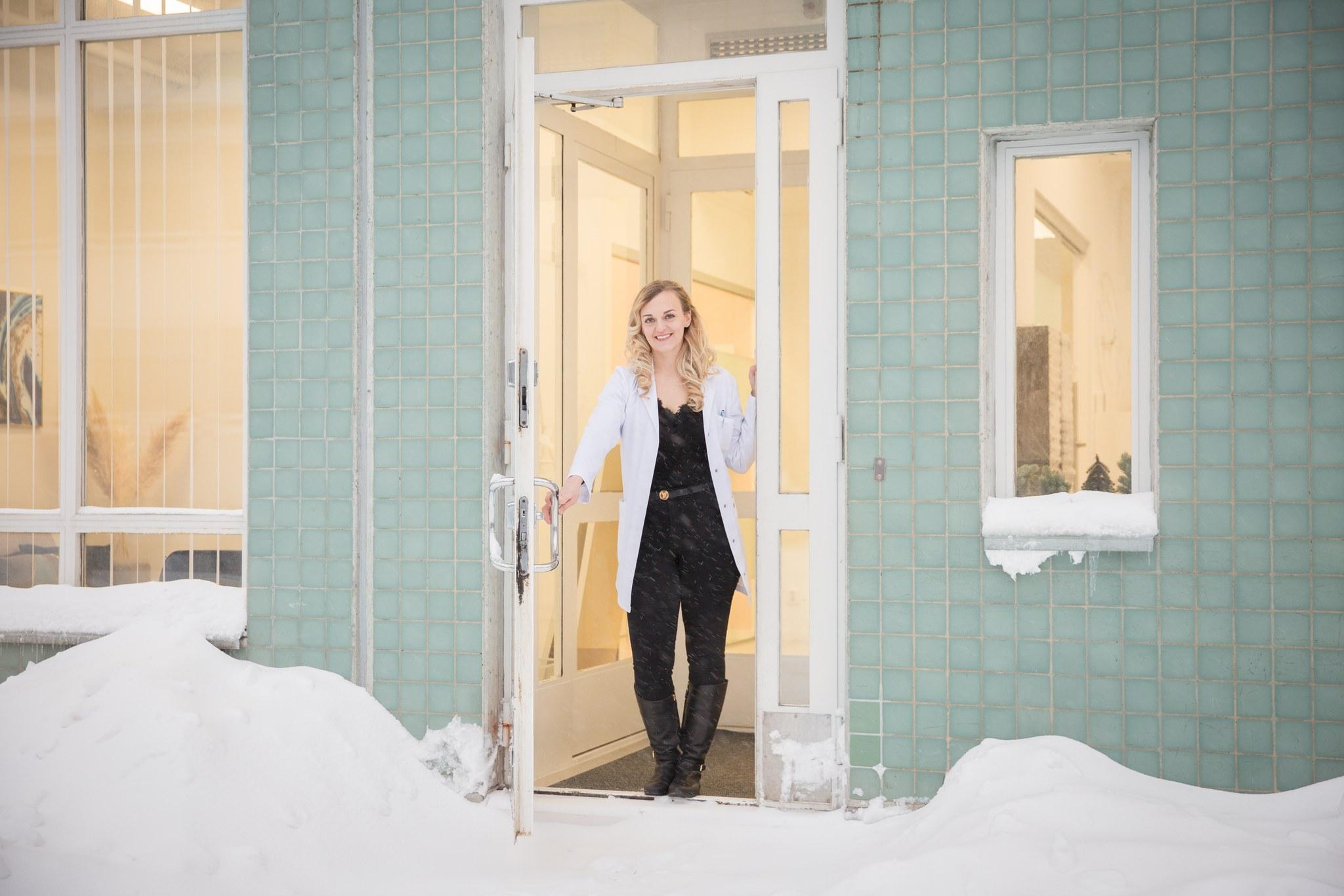 Silmäproteesiklinikan Laura Routa
